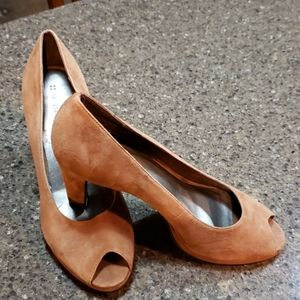 Naturalizer brown suede heels size 9
